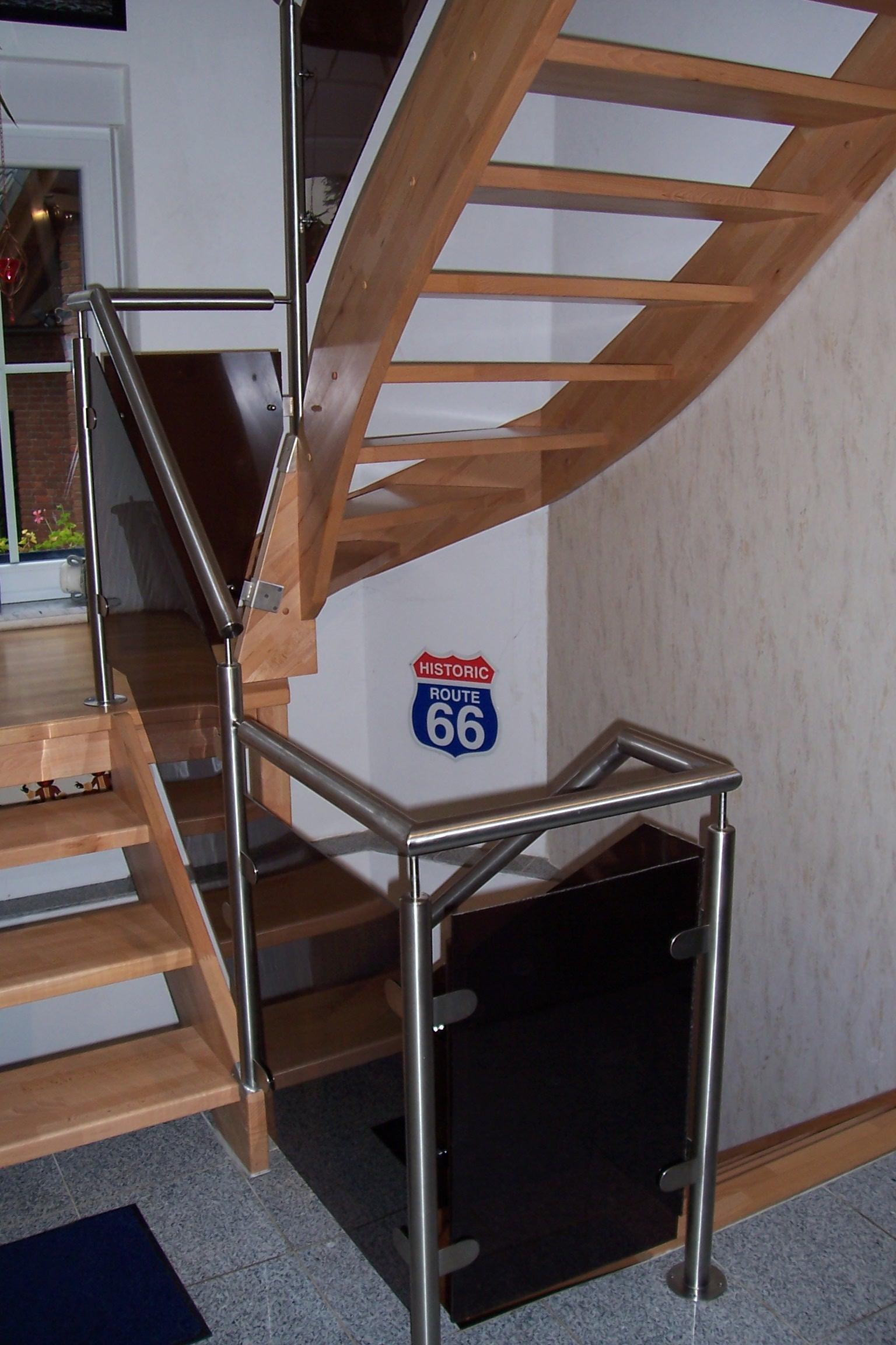 Edelstahl-Treppengeländer über mehrere Etagen