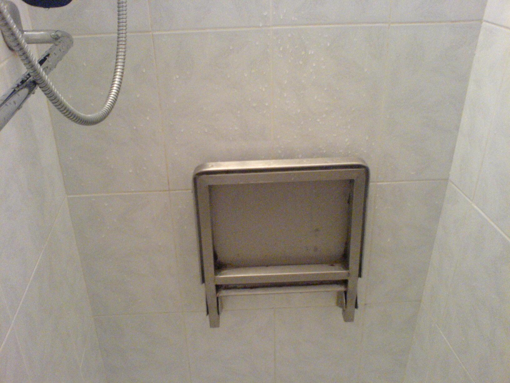 Duschsitz zum Hochklappen aus Edelstahl