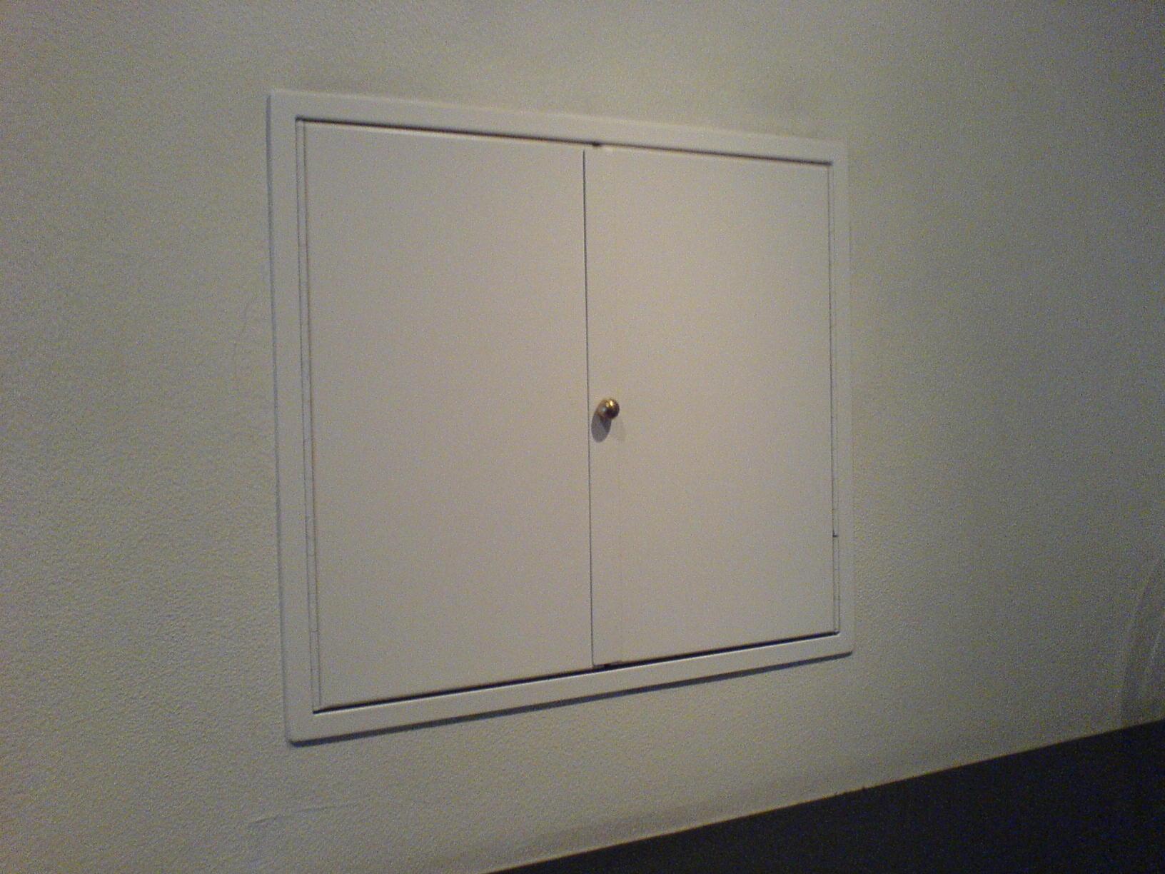 Wandeinbau-Schrank lackiert