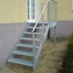 Stahl-Treppe mit Edelstahl-Handlauf