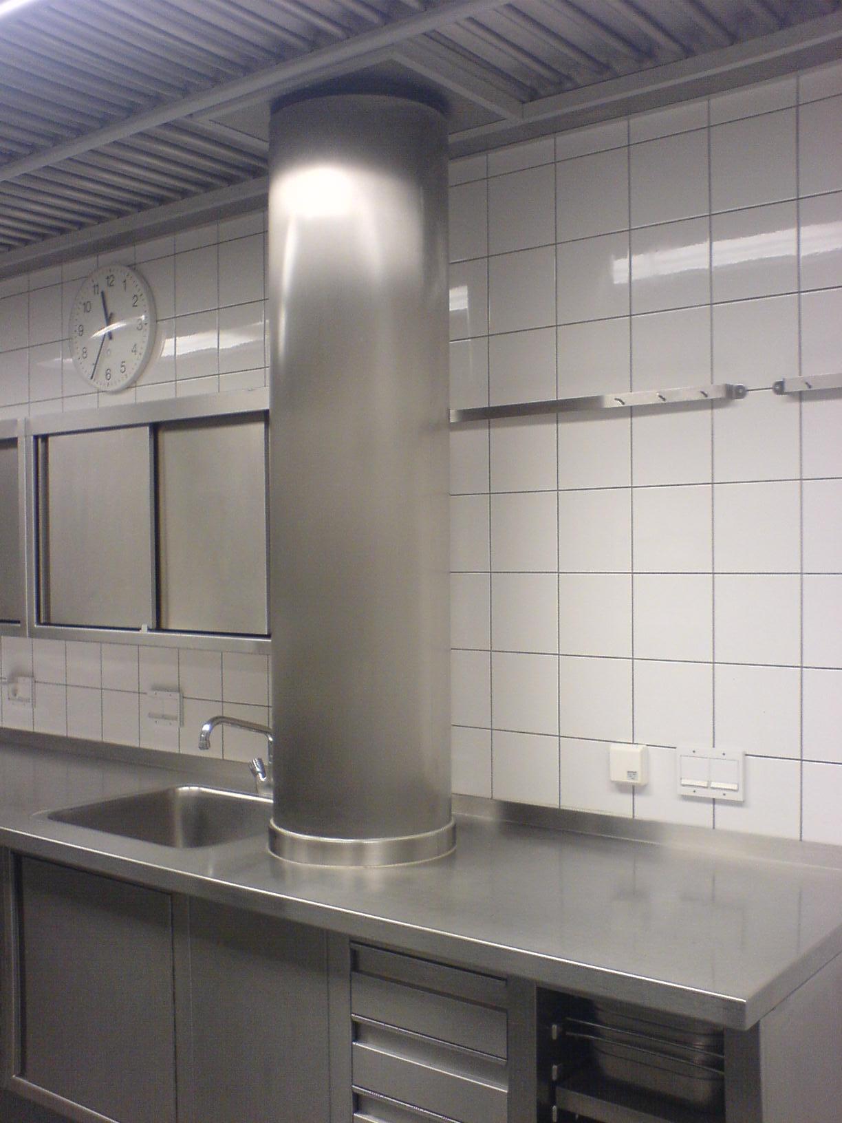 Säulenverkleidung + Küchenarbeitsplatte aus Edelstahl