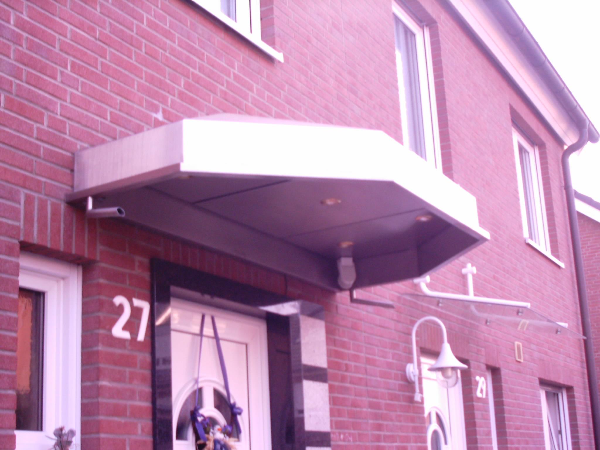 Edelstahl-Vordach mit Beleuchtung + Ablauf