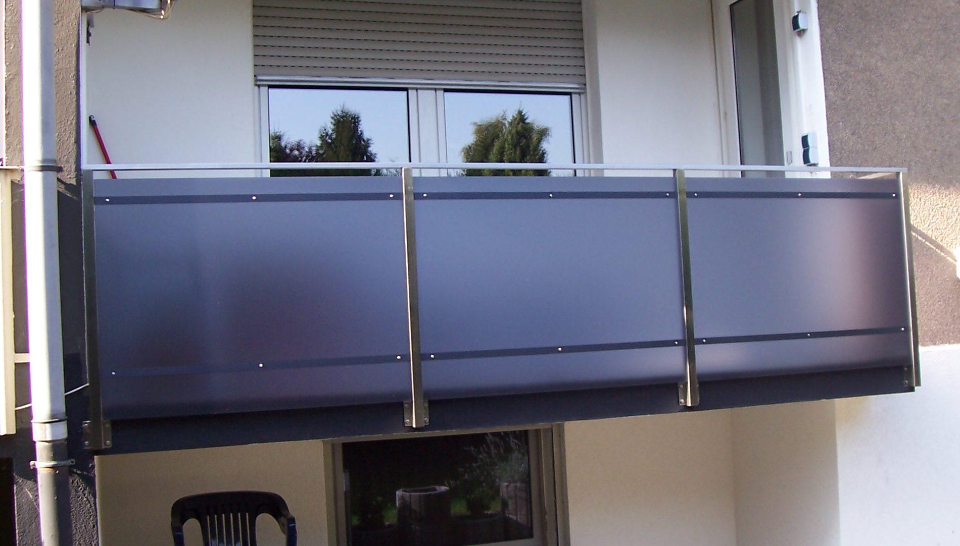 Balkongeländer mit Plexiglas