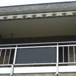 Balkongeländer mit Plexiglasscheibe